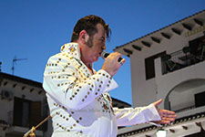 Nigel Burchill Elvis Presley Tribute Villamartin Plaza Orihuela Costa Blanca Spain live outdoor concert music entertainment 2017