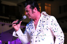 Nigel Burchill NigElvis Villamartin Plaza Orihuela Costa Blanca Spain live outdoor concert music entertainment 2018