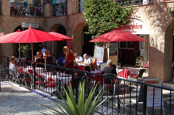 Munchies Cafe on the Villamartin Plaza