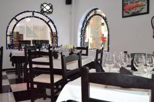 Black and White Restaurant Villamartin Plaza